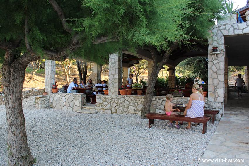 """Tavern """"Kod Ive"""" on the Island of Šćedro"""