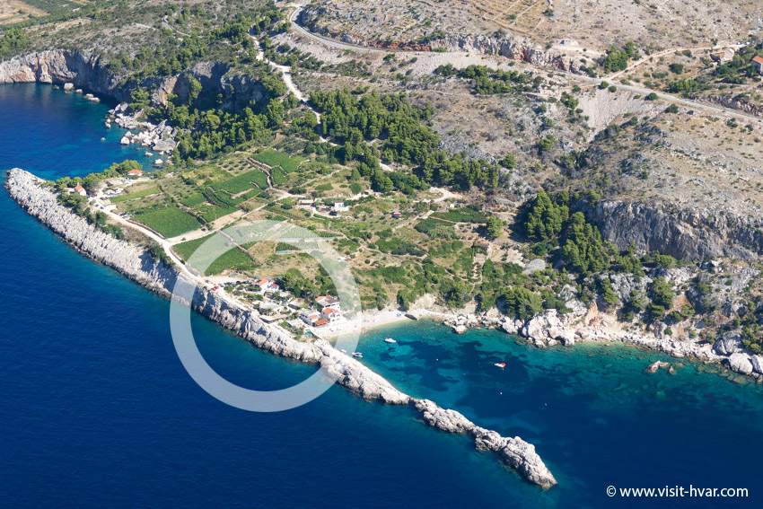 You can reach restaurant Zorače by car 15 minutes from Hvar town.