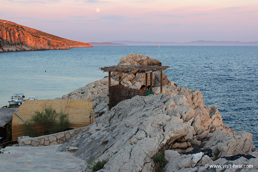 Restaurant Zorače – romantic table on a cliff that closes Zaraće bay.