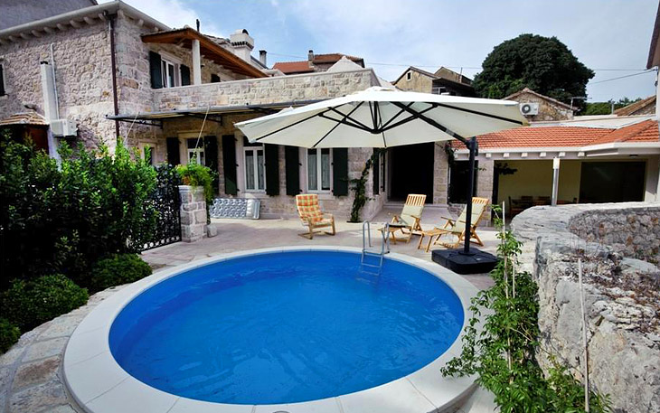 Luxury Villa Carić with wine bar and pool in Svirče